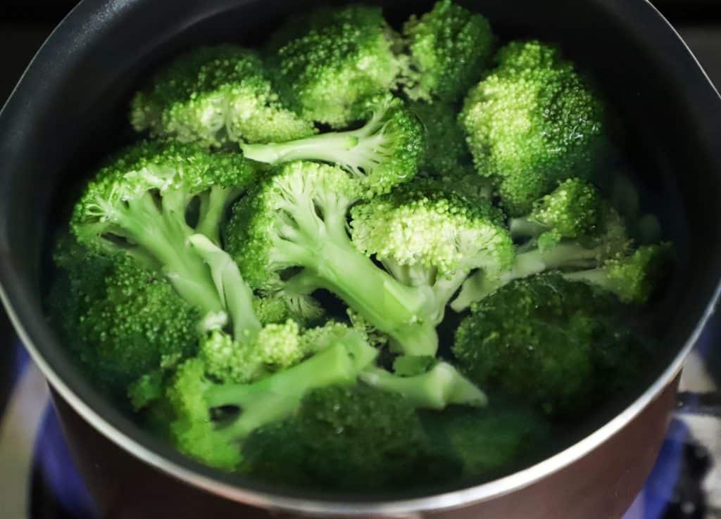 boiled broccoili